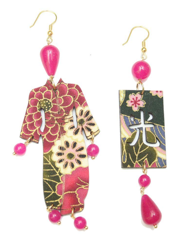 Orecchino Kimono Grande Fuxia - antiche sete di kimono giapponesi applicate su legno con elementi in ottone galvanizzato oro