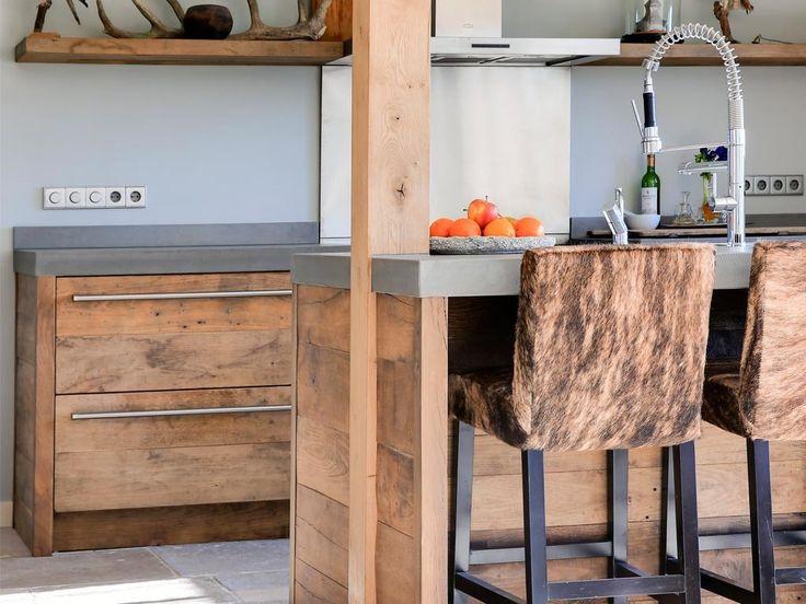 Keuken_oud_eiken_beton_rvs