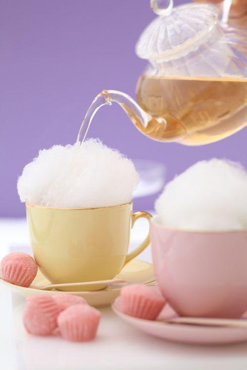 Chá servido em xícara com algodão doce, chique! (foto: Zest Cozinha Criativa)