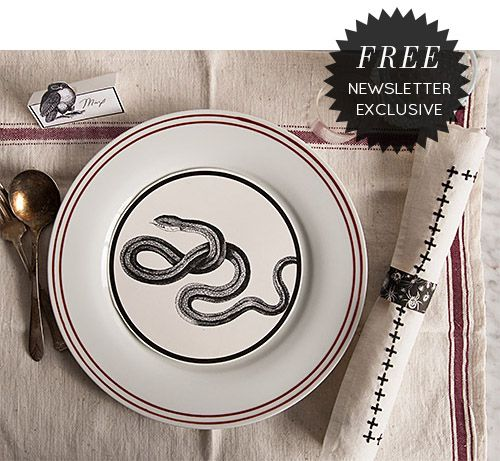 A super easy way to decorate your table for Halloween! Snake plate! Yes, please!