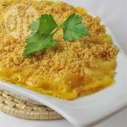 Amerikanische Käsenudeln / Käsenudeln (Mac and Cheese) ist ein beliebtes Nudelgericht aus Amerika, das man auch selber machen kann und nicht nur aus der Packung.@ de.allrecipes.com