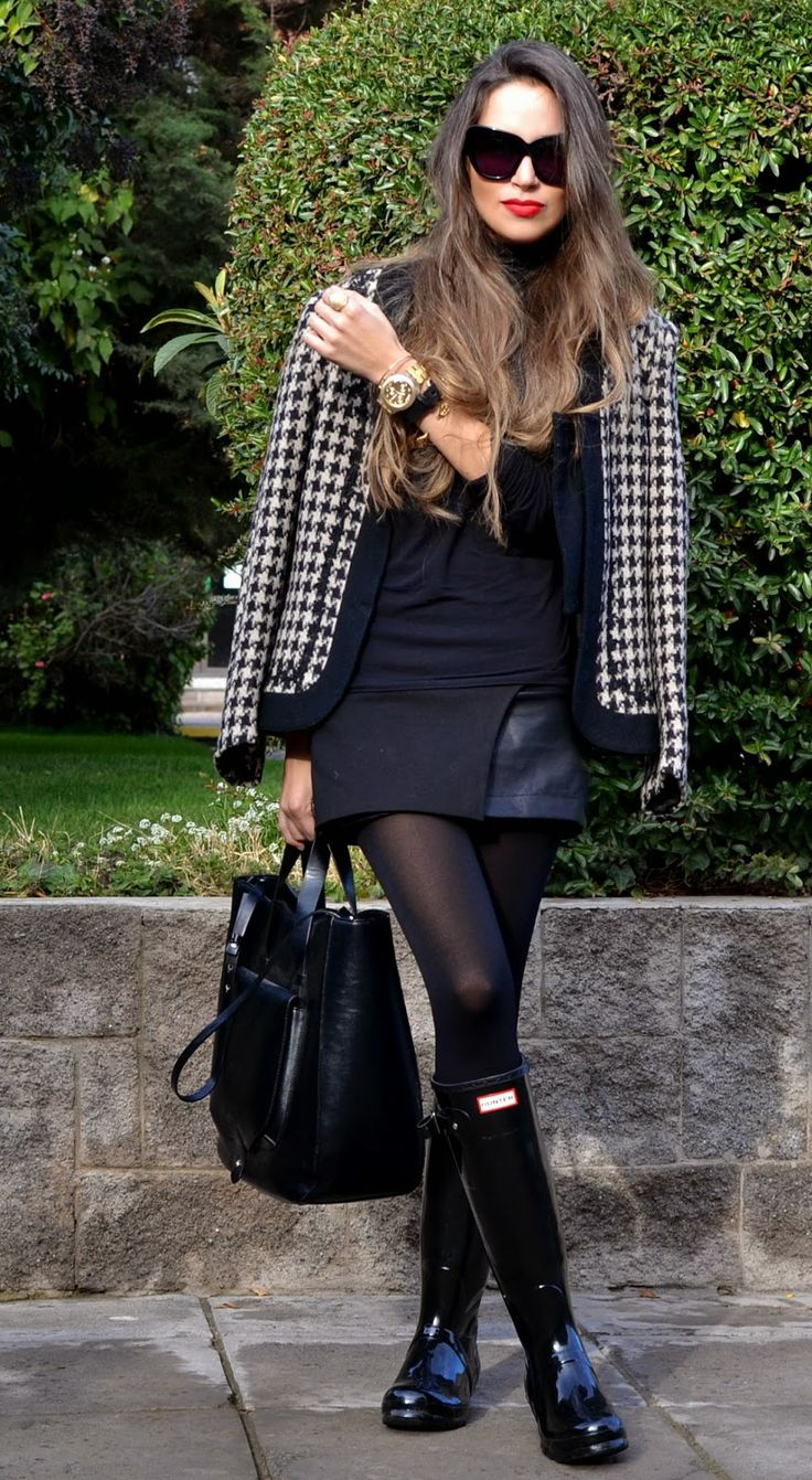 Real Fashion Queens Wear Pantyhose | Mostly black, completely fashionable. #streetstyle