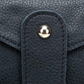 Minimalistyczna kopertówka w kolorze czarnym