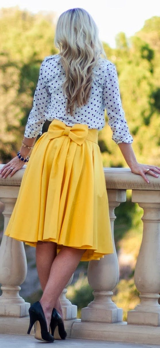 Yellow flowy skirt and polka dot top.Love it ! The bow helps create a waist and it's a cute detail.