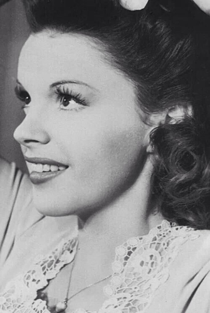 "Judy Garland in ""THE CLOCK"" (1945)"