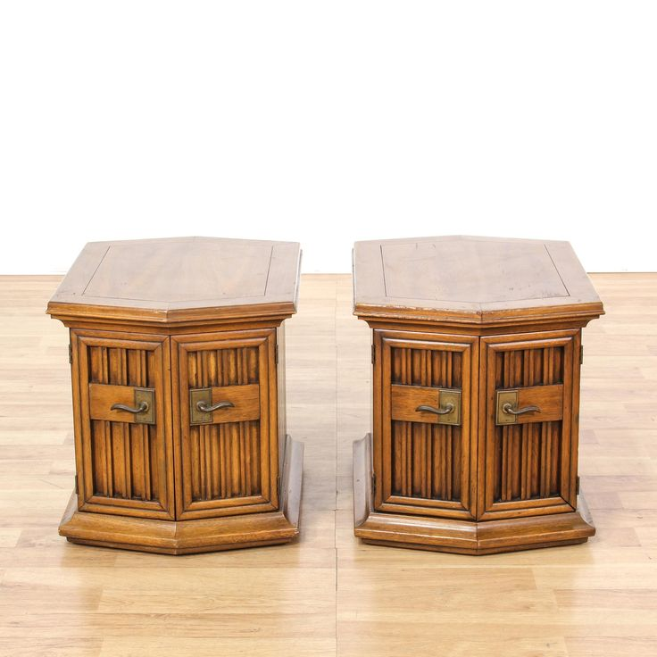 This pair of end tables is featured in a solid wood with a glossy oak finish. Each traditional style side table has 2 carved panel doors, ample storage space, and carved trim. Perfect for storing extra linens! #americantraditional #tables #endtable #sandiegovintage #vintagefurniture