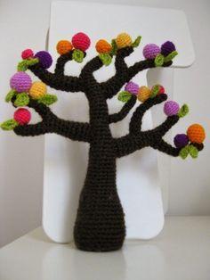 Interesante árbol amigurumi. Patrón de este espectacular árbol encantado del cuento. Fácil y rápido de tejer.: