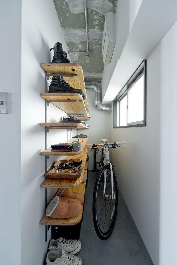 玄関には自転車を置くスペースが 大容量の靴収納もオープンタイプにし