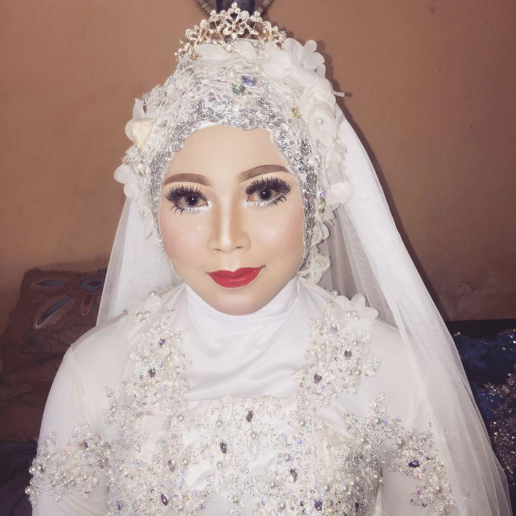 MUA HIJAB AND GOWN @animatulfawaidah TANPA CUKUR ALIS #nofilter needed Thanks for trust us For contact :  LINE Lutaminamakeupid SMS 081336331716 Penuh DENGAN cinta �� BISA KELUAR KOTA/PULAU . Melayani : Makeup wedding Prewedding Graduation Lamaran Akad Makeup Birthday Makeup maternity Private Makeup course Dll . .  #MUA #MUAtulungagung #makeup #makeupwedding #weddingmuslim #pernikahan #hijab #hijabstyle #makeupaddict #makeupartist #makeuptoday #makeuptutorial #makeuppernikahan…