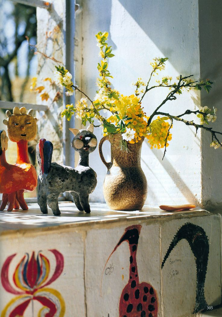 At the home of French ceramic artist Marguerite 'Guidette' Carbonell. Photo by Alexandre Bailhache for the October 2007 issue of The World of Interiors.
