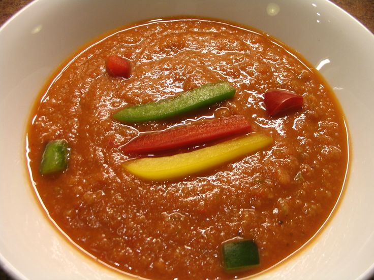 Gazpacho polievka  http://recepty.pozri.sk/recept-gazpacho-nevarena-spanielska-polievka-506