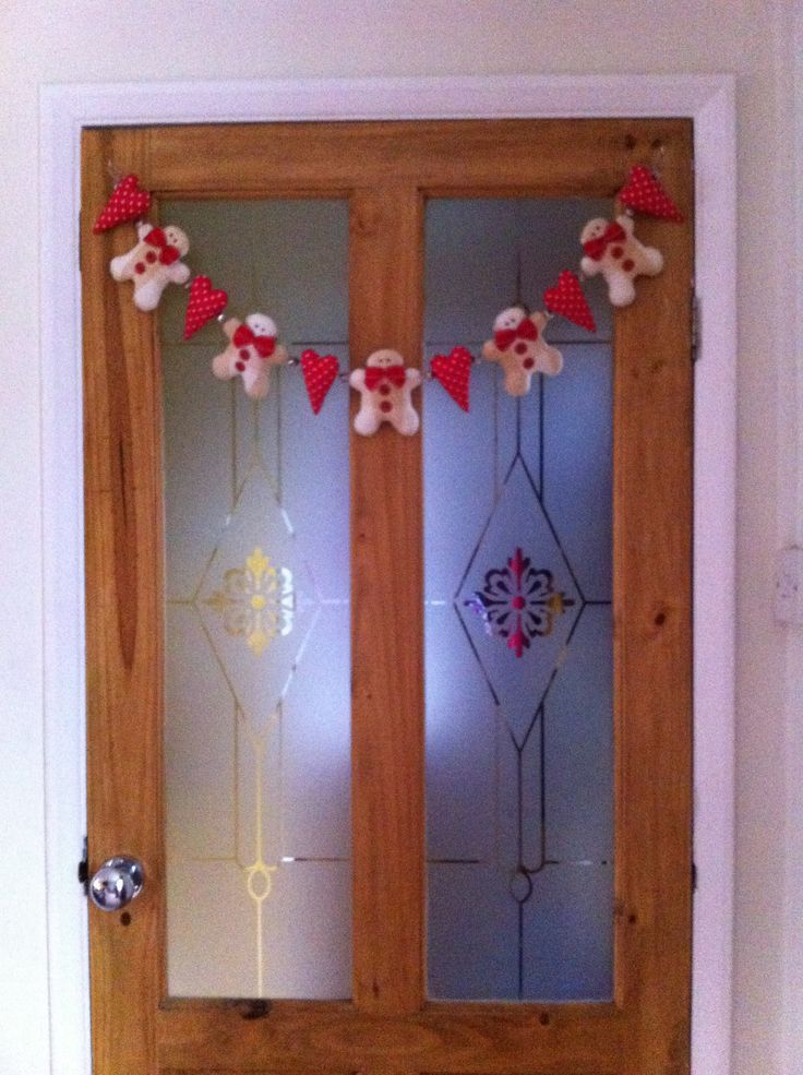 Tilda gingerbread man door garland.