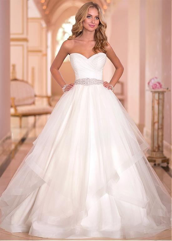 Charming Tulle Sweethart Neckline Natural Waistline Ball Gown Wedding Dress at Dressilyme.com $219.99