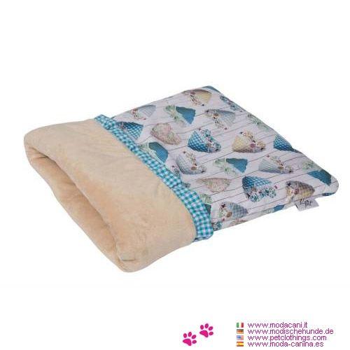 Kuschelsack für kleinen Hund in Hellblau - Kuschelsack für einen kleinen Hund (Pinscher, Chihuahua, ...) beschichtet in den Farben hellblau; Der Innenraum ist mit kurzen Flor Plüsch beige Farbe