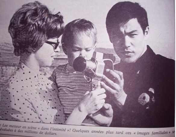 BRUCE LEE with his wife Linda Lee Cadwell and Brandon Lee