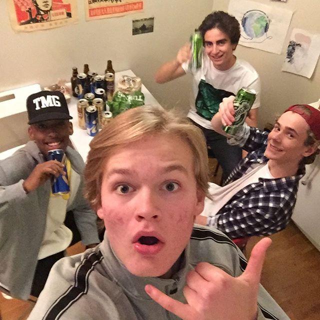 4 søte gutter søker fest. Ring.