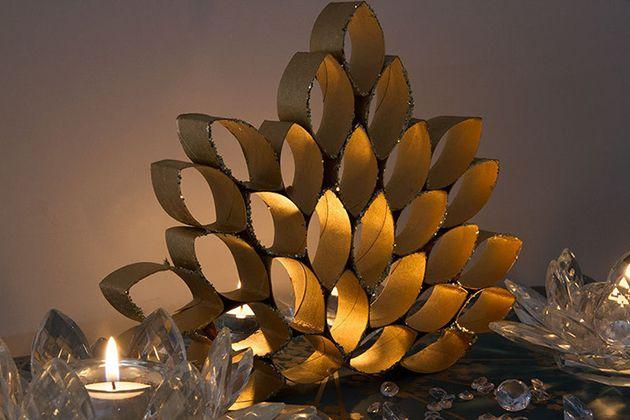 Lindo Ornamento feito com Rolos de Papelão