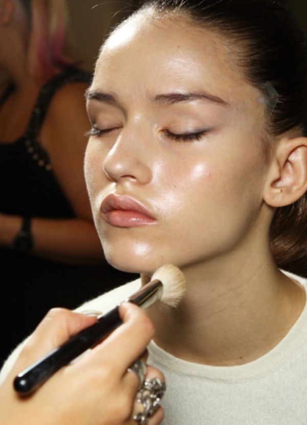Glowing skin means fresh, young and healthy looking skin and isn't that every woman's dream? Makeup artist Cristina Vila tells you exactly how to achieve this.