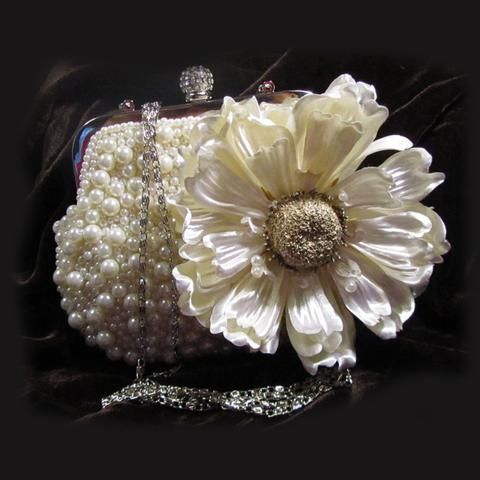 Bridal clutch, wedding clutch, Pearl clutch, Crystal clutch, evening bag, Ivory clutch, Party clutch, bridesmaid bag, wedding bag. http://glamduchess.com/collections/bridal-clutches?page=2