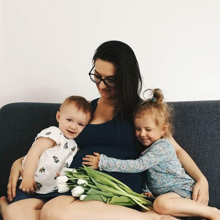 Nigdy nie sądziłam że będę miała trzy córki że będę miała trójkę dzieci i będę mamą wielodzietna. Dziś dziękuję za to Bogu. Dziś dziękuję właśnie im. To dzięki nim się spełniam odkrywam nowe możliwości i chce od życia więcej... Wszystkim mamom kochanym i kochającym dużo zdrowia siły i motywacji. Bo miłość już macie  #rodzicewsieci #blogparentingowy #blogrodzinny #familygoals #justbaby #igkids #instagramkids #girls #sister #sisterhood #pregnant #pregnantbelly #pregnantlife #rodzew2017…