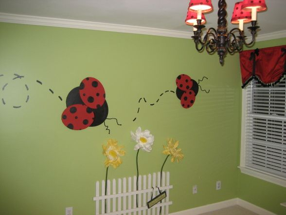 Playroom - Green & Red idea 2... Plus Ikea has some great red flower stickers which will go great in this room!