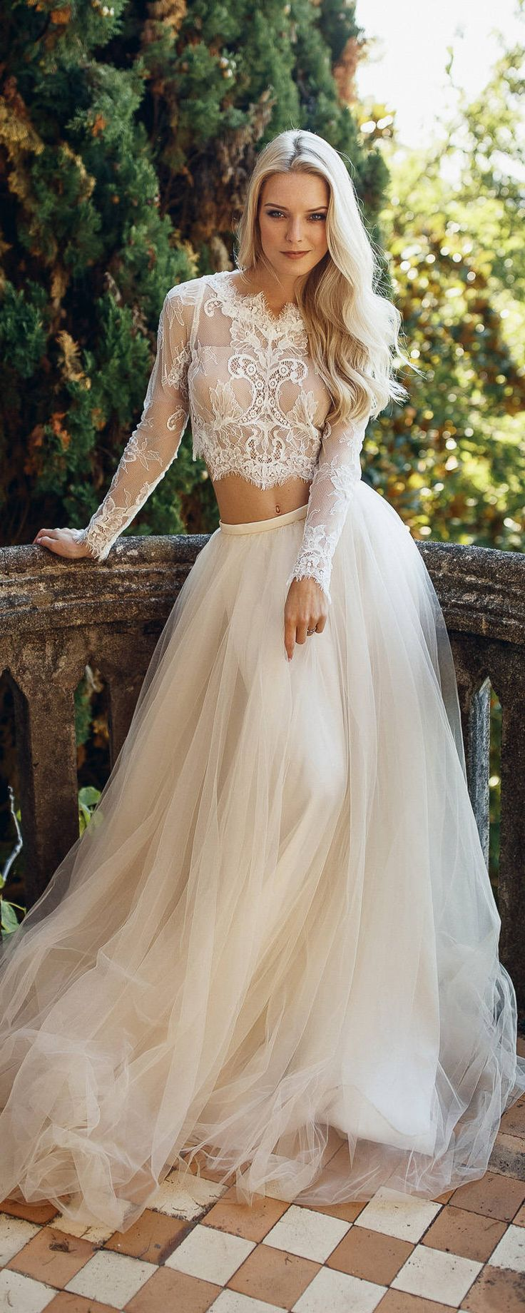 Best 25+ Unique wedding dress ideas on Pinterest | Unique ...