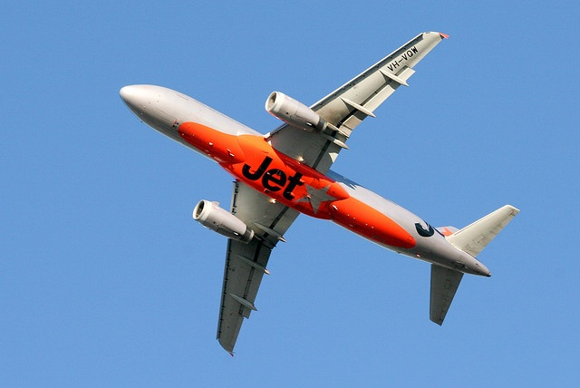 Jetstar A320 Winging away from Sydney by Bob the Airplane Nut, via Flickr
