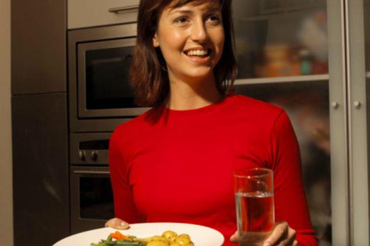 ¿Qué alimentos son buenos para el cáncer de esófago?. Las personas que padecen cáncer de esófago pueden enfrentar muchos desafíos a la hora de comer. Los alimentos pueden parecer poco atractivos debido a la dificultad para tragar, cambios en el gusto y la falta de energía, característica del cáncer ...