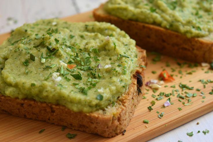 Isteni és alakbarát, ínyenc, mindenmentes szendvicskrém recept került fel a blogra. következik a gluténmentes, IR-barát és vegán cukkinikrém.