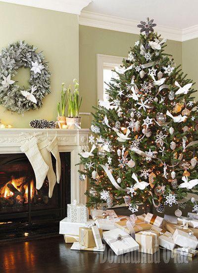 Волшебный сон Искрящиеся снежинки и ледяные фигуры, серебряные звезды и переливающиеся шары. Хотите передать настроение настоящей зимы? Тогда используйте холодные оттенки: белый, серебристый, перламутровый.