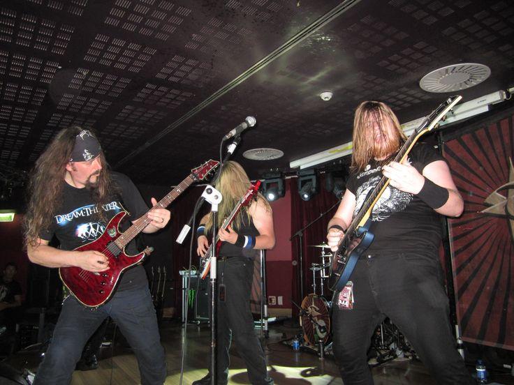 "Músicos de Sandstone tocando con Tim ""Ripper"" Owens"