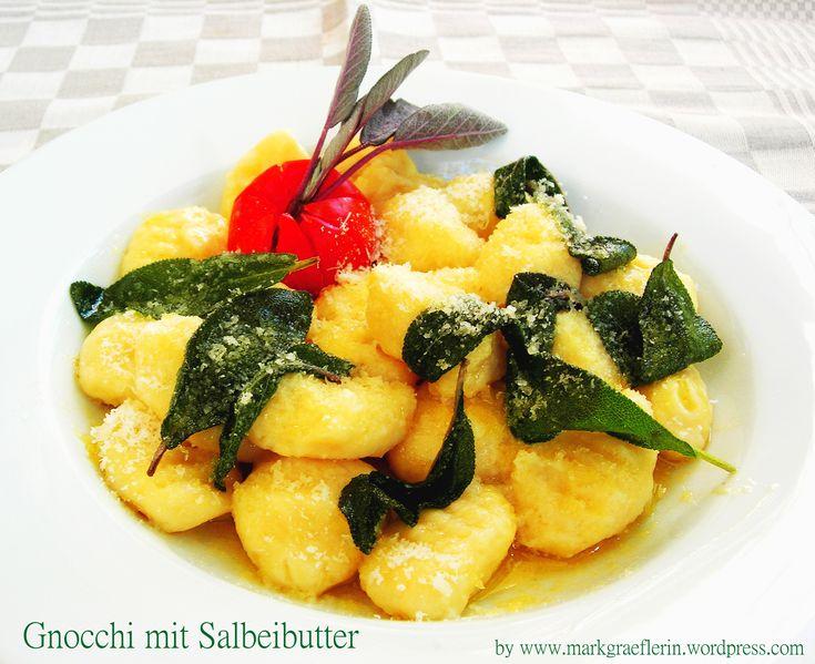 Eines meiner Lieblingsrezepte mit Salbei. Kochen wie am Lago Maggiore. Für 2 Personen 500 g Kartoffeln (mehligkochend) 100 g Weizenmehl 1 Ei 1/2 Teelöffel Salz 30 g Butter einige Salbeiblätter 25 g…