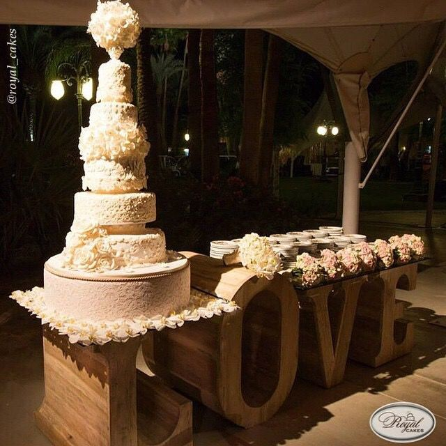 extravagant wedding cake stands 29 best images about wedding extravagant 14075