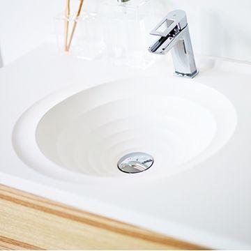 Badrumsserien Art vinnare av red dot design award för Vedum av Jesper Ståhl. Tvättstället har formen av en virvel och kan varieras genom att välja underskåp eller benstativ.