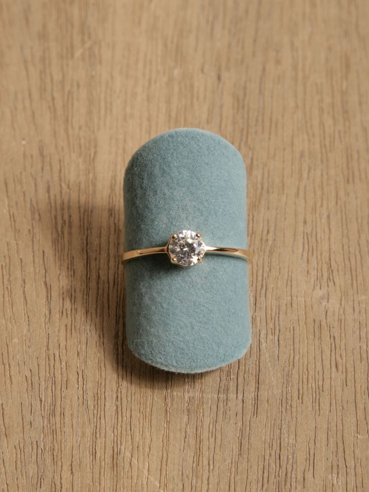 love this simple engagement ring