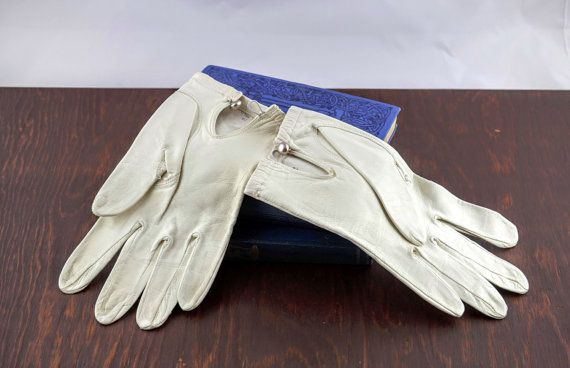 Vintage White Leather Gloves  Ivory Wedding by LoAndCoVintage