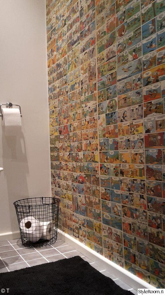 Tiituli:n wc:n seinää koristaa Aku Ankka -tapetti. #kylpyhuone #bathroom #wallpaper #kodinsisustus #homedecor