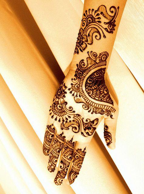 10 Intricate Rajasthani Mehndi Designs