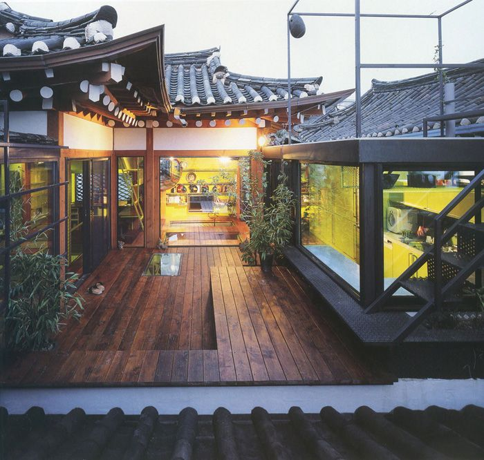 A hanok with a modern twist, designed by Italian architects motoelastico. Click on the link for an interview in French and English with the artists.
