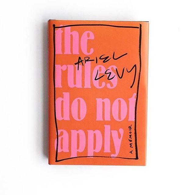 Baru saja rilis! 'The Rules Do Not Apply' sebuah memoar dari seorang jurnalis The New Yorker Ariel Levy bercerita tentang petualangan Levy dalam menjalani masa transisi usia 20an hingga kini memasuki kehidupan krisis usia paruh baya. Jangan tertipu dengan cover berwarna neon yang seolah mengidentifikasikan bahwa buku ini penuh keceriaan karena subjek yang diangkat oleh Levy sarat akan pelajaran hidup yang berharga. Dikemas dengan dark humor yang bold Levy menjabarkan sisi raw dari dirinya…