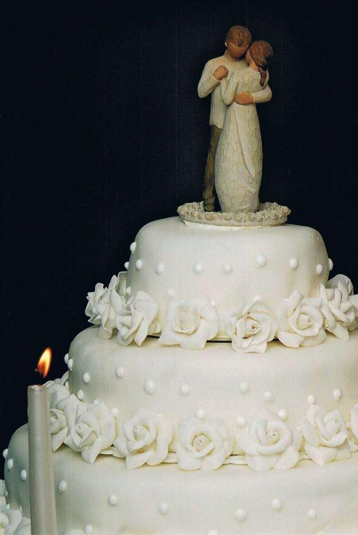 Torte nuziali bianche e chic - Torta nuziale bianca con gli sposini