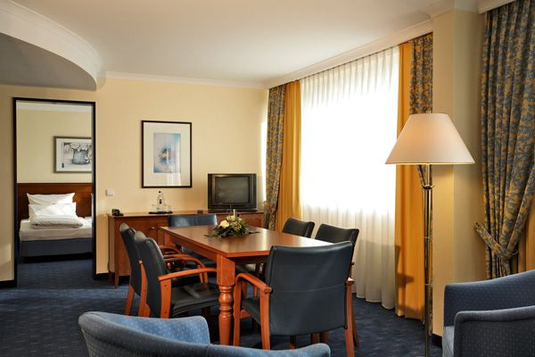 Blick in eines der Hotelzimmer / View into one of the hotel rooms | H4 Hotel Kassel