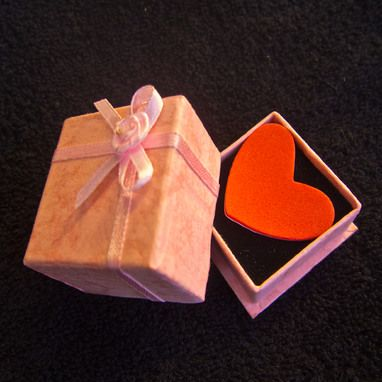 Heart in a Box | @FairMail - Fair Trade Cards | Valentine's Day Card | Red, Pink