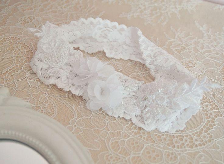 Bardzo kobieca, subtelna i elegancka podwiązka ślubna dla Panny Młodej <3  Dostępna w sklepie internetowym Madame Allure!