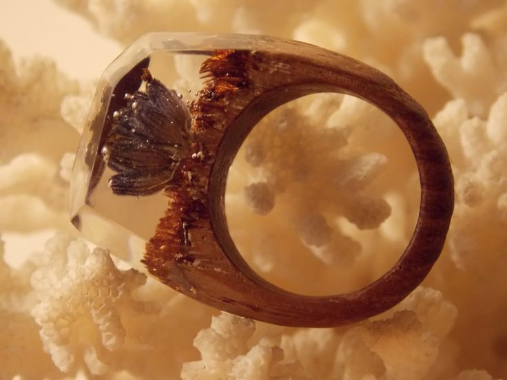 Wooden ring with levander by L'arbre design