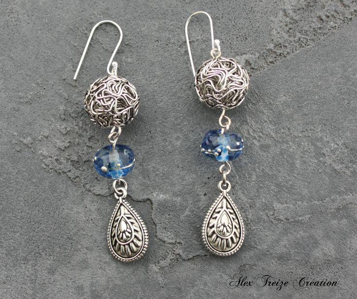 Boucles d'oreilles - support argent925 - Perles métal argenté filigranées Perles filées artisanales crystal et bleu - Pendentifs argentés antique