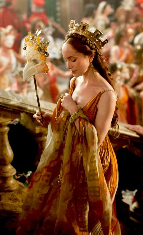 Giulia Farnese - Lotte Verbeek in The Borgias, set between 1492 and 1500 (TV series 2011-2013).