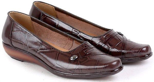 sepatu Kerja/Pantofel/Formal Kulit Wanita Terbaru SHS4091  Merek : Garucci Kode Produk : SHS4091 Ukuran : 36-40 Deskripsi : LEATHER BROWN  DETAIL PRODUK SEPATU KERJA WANITA GARUCCI   Sepatu Kerja Wanita ini diproduksi oleh Garucci, Salah satu merk yang terkenal di Bandung yang telah banyak memproduksi berbagai produk fashion seperti berbagai wedges model terbaru maupun produk fashion lainnya. Sepatu ini di desain dengan 5 pilihan ukuran, yaitu 36, 37, 38, 39, 40. Dengan desain warna yaitu…
