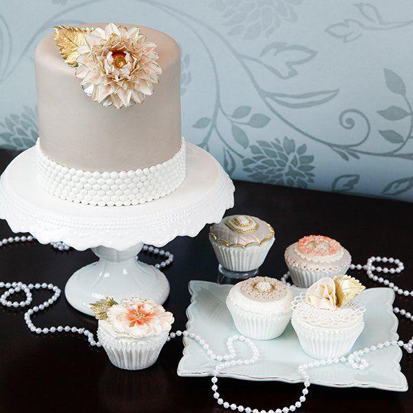 Vintage Dahlia Cake & Cupcakes