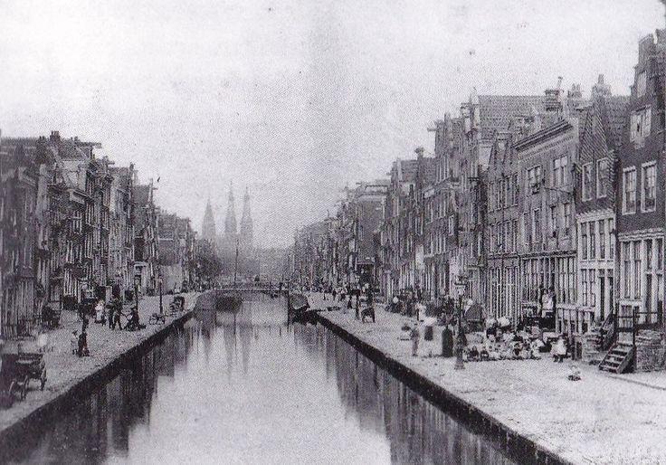 Amsterdam, Lindengracht 235-233 etc , in 1894-1896 , gezien vanaf de brug voor de Karthuizerdwarsstraat naar de brug voor de tweede Lindendwarsstraat.